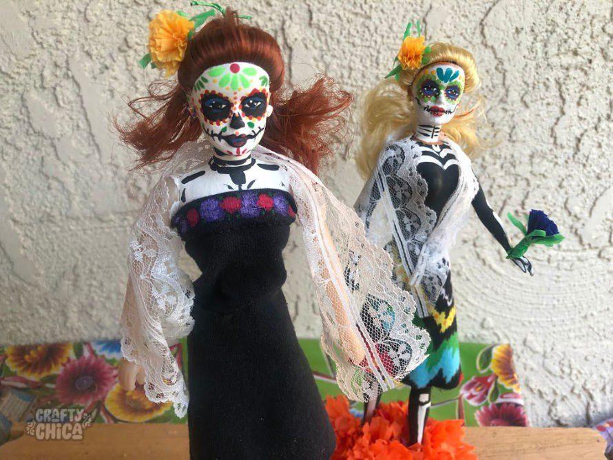 Make your own Day of the Dead Barbie! #craftychica #dayofthedeadbarbie #paintedbarbie #muertosbarbie