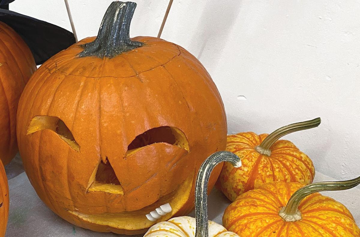 easy pumpkin carving #craftychica #pumpkincarving