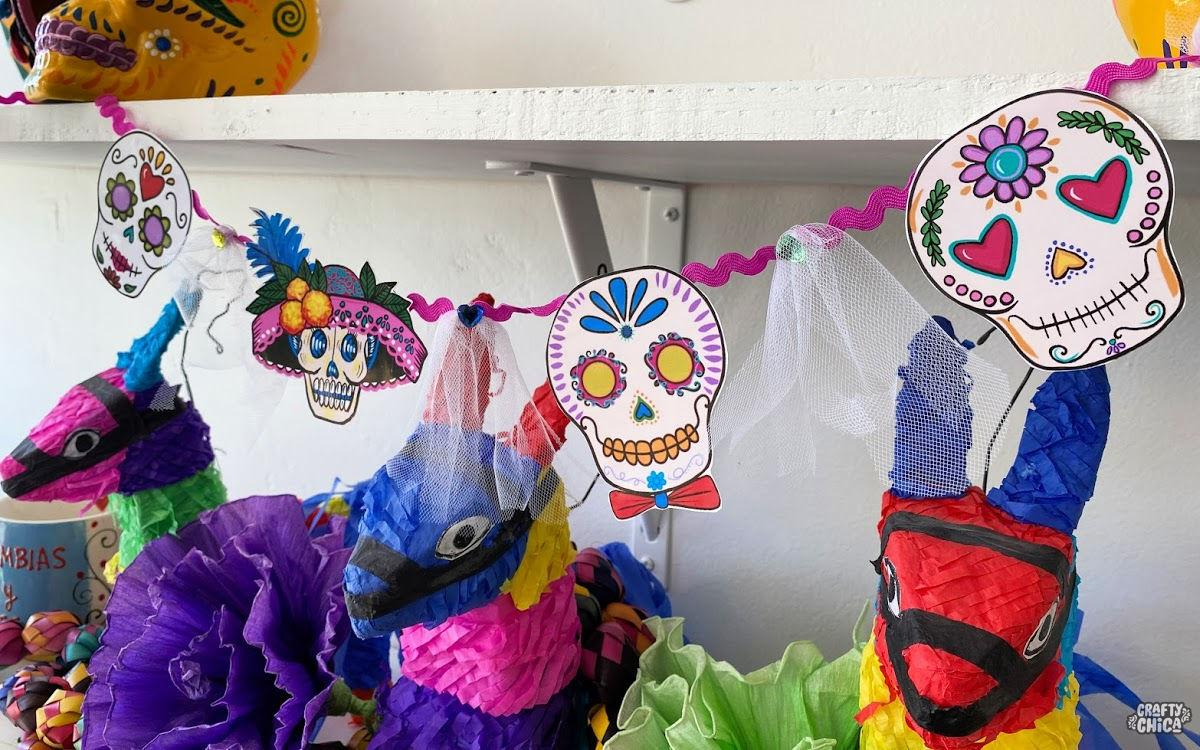 Free printable: Sugar Skull Paper Banner #craftychica #printable #muertos