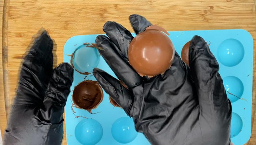 How to: Hot Chocolate Bombs! #craftychica #hotchocolatebombs