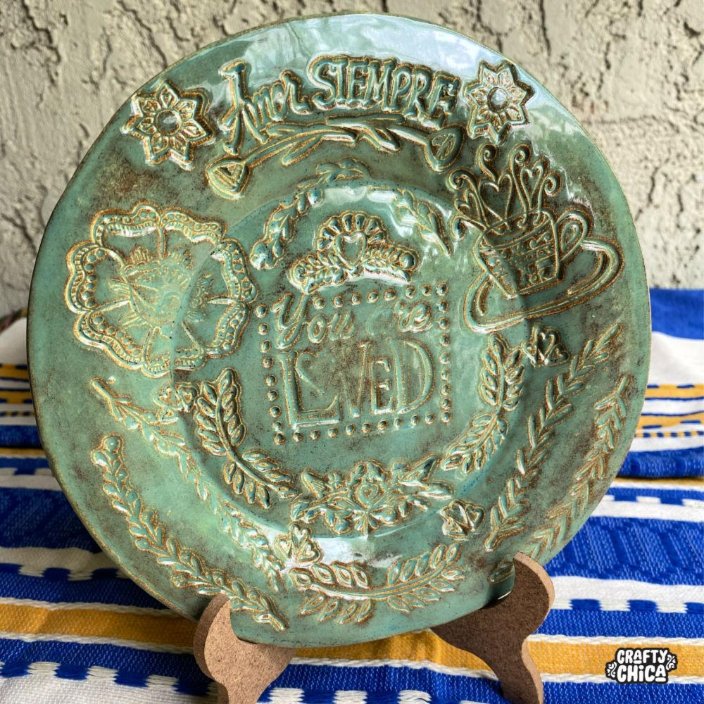 How to make stamped clay plates #craftychica #ceramics
