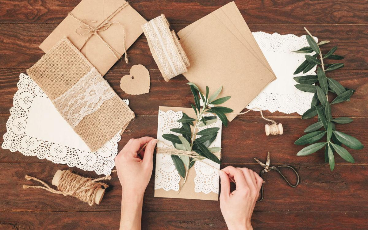 Easy Wedding crafts to try #craftychica #weddingdiys