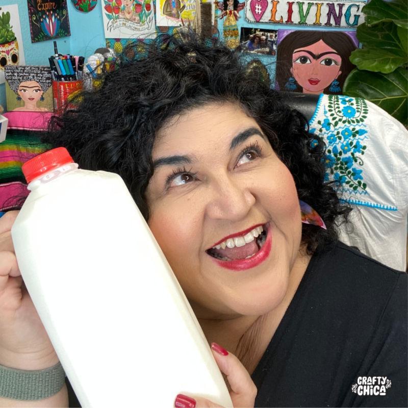 How to make milk jug earrings! #craftychica #siempreleche