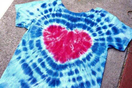 DIY tie-dye heart shirt #craftychica #tiedyeheart #tiedyeshirt