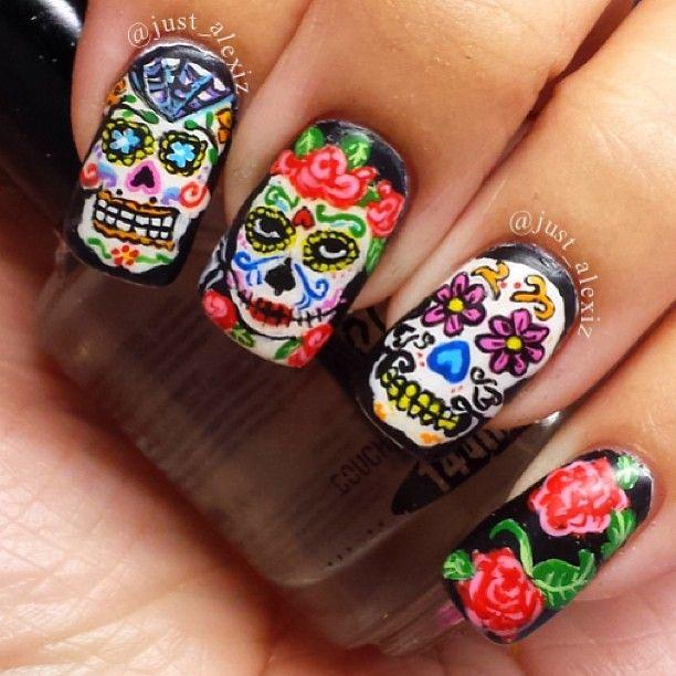 skullportrait-nails