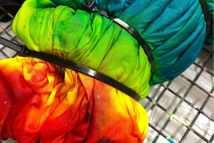 How to make Tie dye heart pillowcases #craftychica #tiedye