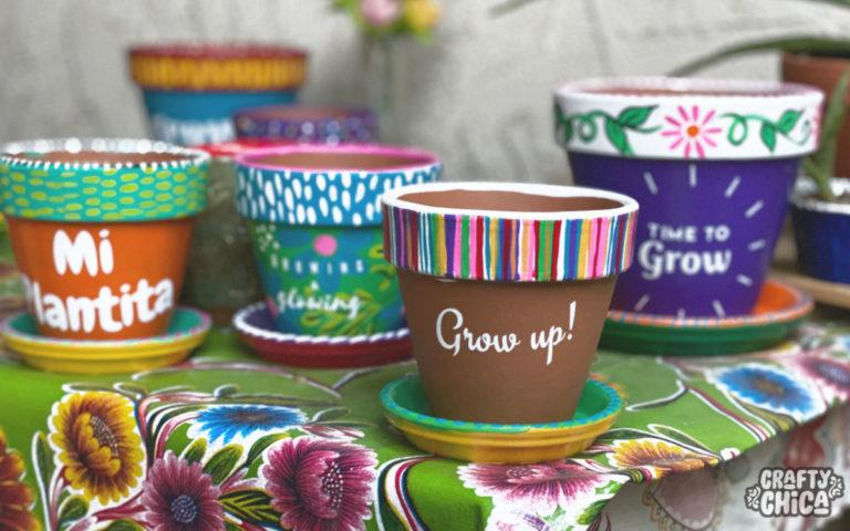 Cricut Joy projects - DIY Painted Planters! #craftychica #cricutjoy